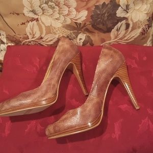 Nine West Shoes - Nine West Tan Platform Pump 👠